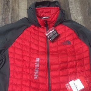 North Face  Red/charcoal XL. NWT 😊This is a steal